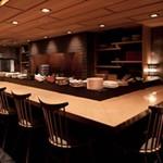 ぬる燗 佐藤 - 日本酒に囲まれた空間が圧巻!!人気のカウンター!!