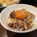 らーめんGOEN - 豚骨醤油ラーメンセット まかない丼 キャベモヤトッピング ¥1100