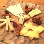 イル トバンキ - チーズ盛合せ