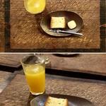 手造り食の店しもだ - お子様カレーに付くオレンジジュース(デザートは赤牛ハンバーグのコースのもの)