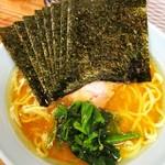 武蔵家 - 料理写真:ラーメン並+海苔。¥600+¥50