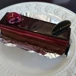 80631679 - ショコラ・フランボワーズ 480円(チョコレートムースと甘酸っぱい木苺のムース)