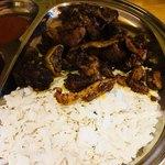 サガルマータ モモハウス - ヤギの肉とライスフレーク