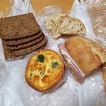 椿ベーカリー - 「椿ベーカリー」さんで買ったパン