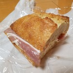 椿ベーカリー - 「ベーコンとチーズのカスクルート (300円)」
