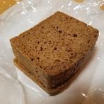 椿ベーカリー - 「プンパニッケル 1/4スライス (225円)」