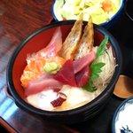 寿司割烹ふる川 - 新鮮魚介満載のチラシ定食
