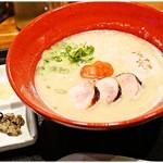 麺や いま村 - 鶏煮干しらぁめん(塩)+味玉 800+100円 薬味も付いてきます。