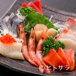 鈴喜福太郎 - 季節によって魚種が変わる、旬の魚を使った『刺身5品盛り』
