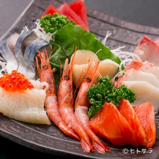 季節によって魚種が変わる、旬の魚を使った『刺身5品盛り』