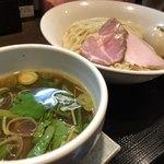 麺屋玉ぐすく - 鴨油の醤油つけ麺                             麺大盛り  味玉トッピング