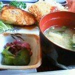 HEIWA - プラス・ひじきの煮物とご飯