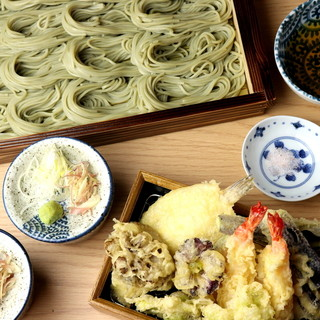 """季節の食材や和牛を使った""""天ぷら""""にこだわりあり!"""
