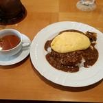 80654523 - ドライカレー・オムレツのせ(中辛)スープ付