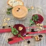 80654693 - 燻製したトーションフォアグラ(冷製) 十和田産ビーツと胡桃のサラダ