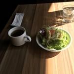 80654992 - サラダとスープ。                       美味し。