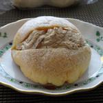 パン・ナガタ - ◆メロンカプチーノ(150円)・・メロンパンの間にカプチーノクリームを挟んであり、クリームの味わいもいいとか