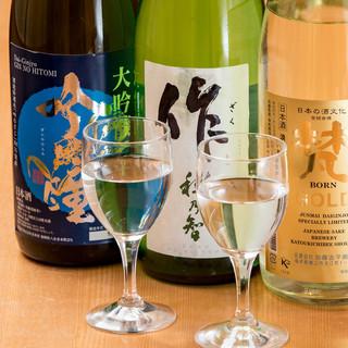 全国より厳選した地酒を約30種類ご用意しております。