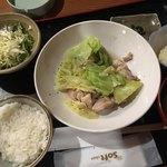 酒菜 楽 - 鶏塩だれ炒め定食(780円)