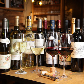 ワインは常時100種類、日替りの豊富なグラスワインがおすすめ