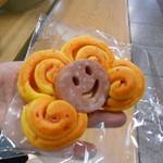 ぱん屋のぺったん - ガマン出来ずに 駅で食べた パーマネントさん(///ω///)♪