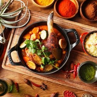 スパイスやハーブを使用した、オリエンタルな風味溢れる創作料理