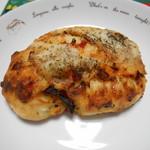 ラ・タルティーヌベーカリー  - ドライトマトモッツァレラチーズのリュスティック(*´ω`*)