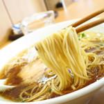 支那蕎麦屋 藤花 - 醤油は細麺