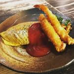 Cafe 婆沙羅 - 料理写真:シンプルなオムライスにエビフライをトッピング! これが大成功(*^▽^*)