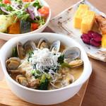 ガーデン キッチン - 【朝食】季節の和雑炊(写真はアサリ)
