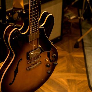 一流ブランドのギターがズラリ!
