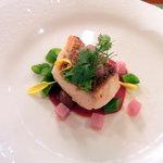 8067485 - 真鯛のポワレ 初夏野菜とビーツのクーリー