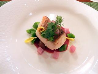 ザ・ビストロ - 真鯛のポワレ 初夏野菜とビーツのクーリー
