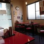 館山食堂 - 店内。食堂という名前がピッタリ