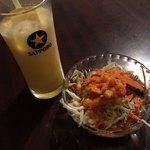 パラベッシュ - ディナーセットのサラダとドリンク
