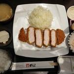 とんかつ がんこ - 鹿児島黒豚 厚切り黒豚ロースかつ膳(税込み2678円)
