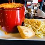 HUNDRED - 巨大な鍋のインパクトがすごい!