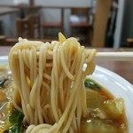 栄楽 - ストレート麺は自家製リフト