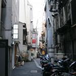 BAR GOYA - こちらの路地沿いのビルにあります。