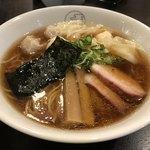 八雲 - 特製わんたん麺(黒だし)