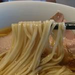らぁ麺やまぐち - 細麺に近い中太