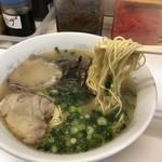 まるしげラーメン - 麺は細麺