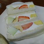 山口果物 - フルーツサンド