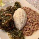 コラソン・ラティーノ - 「セコ・デ・コルデーロ・コン・フレホーレス」(1500円) 仔羊のコリアンダーソースと豆の煮込み。柔らかく煮込まれた仔羊の骨つき肉、甘くて柔らかい煮豆、ジャガイモが美味!!煮豆無しだと1300円。
