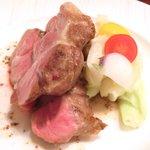 オー・グルマン - ランチコース 6270円 の天草ポークの炭火焼、野菜のマリネ添え