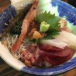 80685352 - てんこ盛り海鮮丼