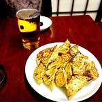 80687397 - やっぱり餃子にはビールよね(ᐥᐜᐥ)♡ᐝ