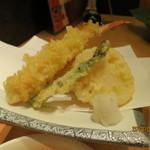 かにの華 - 揚げ物:ズワイカニの天麩羅、蓮根、アスパラ