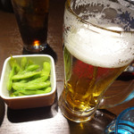 麺酒房 龍安 - 生ビールと枝豆。