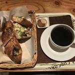 詩とパンと珈琲 モンクール - パンとコーヒー